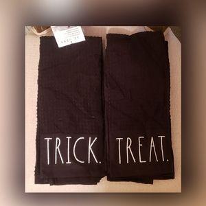 Rae Dunn towels